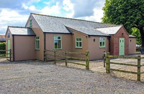 Last Minute Cottages - Ramsden Hall