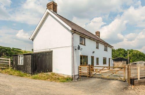 Last Minute Cottages - Upper Caerfaelog