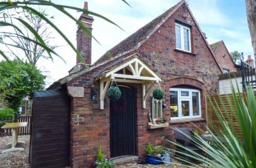 Last Minute Cottages - Excellent Fishbourne Cottage S76835