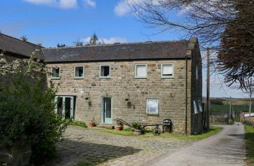 Last Minute Cottages - Cosy Holymoorside Cottage S81005