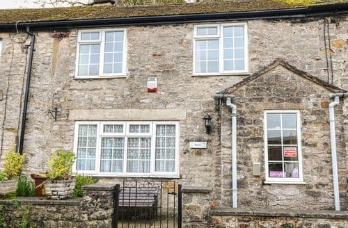 Last Minute Cottages - Inviting Castleton Cottage S76916