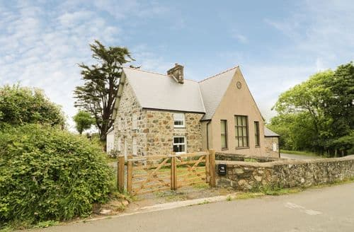 Last Minute Cottages - Tyr Ysgol