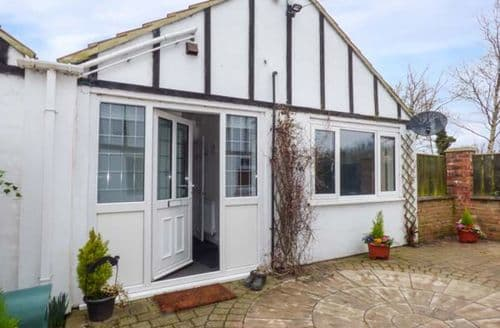 Last Minute Cottages - Tasteful Humberston Cottage S77858