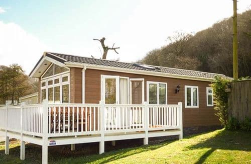 Last Minute Cottages - Exquisite Llanarth Lodge S80819