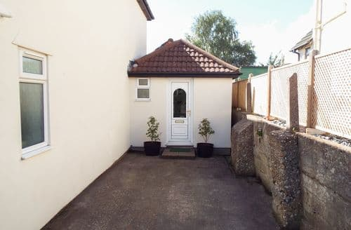 Last Minute Cottages - Quaint Poole Cottage S84285
