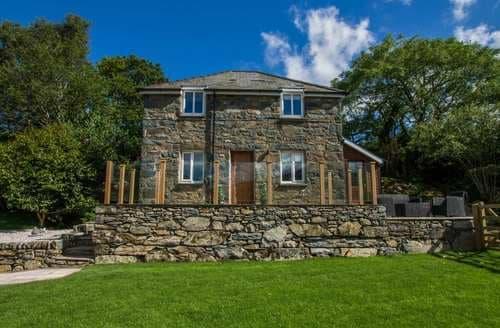 Last Minute Cottages - Attractive Moelfre Cottage S83439