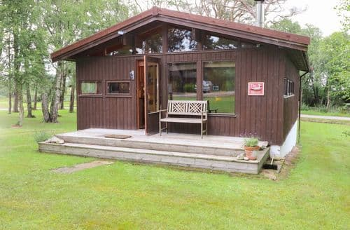 Last Minute Cottages - Beautiful  Lodge S84955