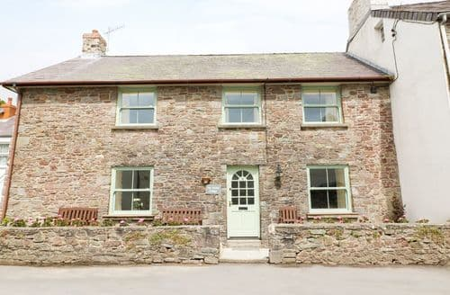 Last Minute Cottages - Charming Laugharne Cottage S84176