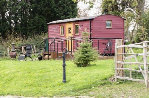Last Minute Cottages - The Shire Hut