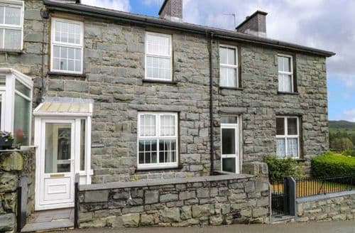 Last Minute Cottages - Inviting Trawsfynydd Cottage S81475