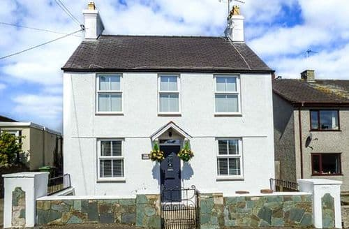 Last Minute Cottages - Exquisite Bryngwran Cottage S80537