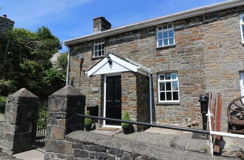 Last Minute Cottages - Attractive Mydroilyn Cottage S83444