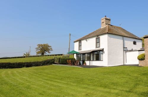 Last Minute Cottages - Inviting  Cottage S80681