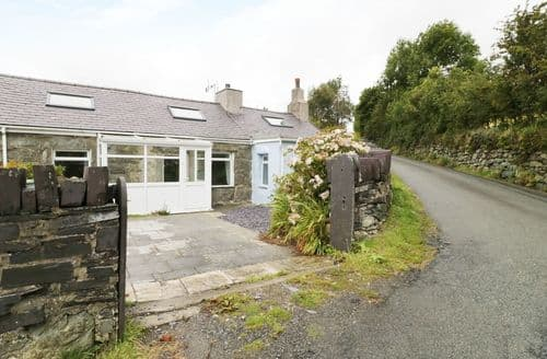 Last Minute Cottages - Captivating  Cottage S85925
