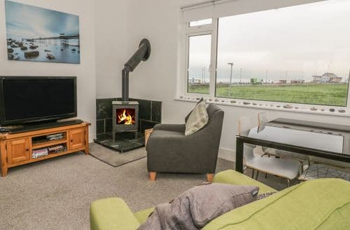 Last Minute Cottages - Little Orme View