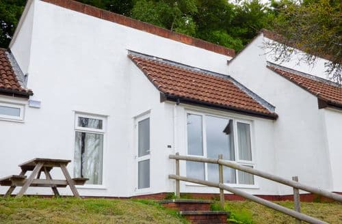 Last Minute Cottages - 27 Manorcombe Bungalows