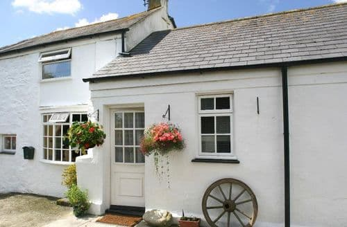Last Minute Cottages - Manor Farmhouse Cottage