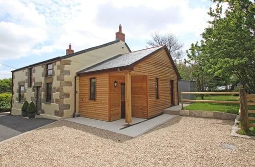 Last Minute Cottages - Superb Trenear Cottage S82126