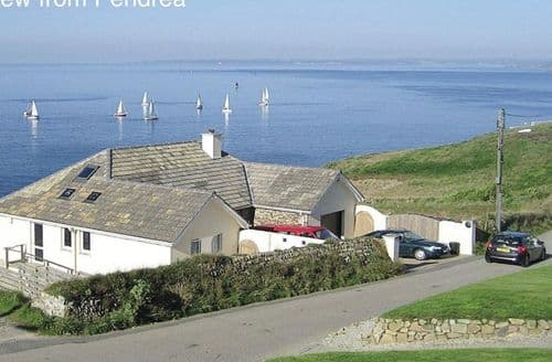 Last Minute Cottages - Lovely Porthleven Cottage S82181