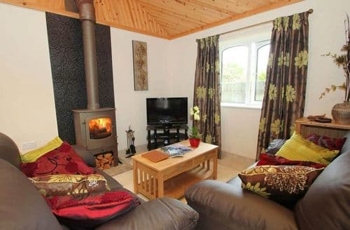 Last Minute Cottages - Suntrap Hideaway