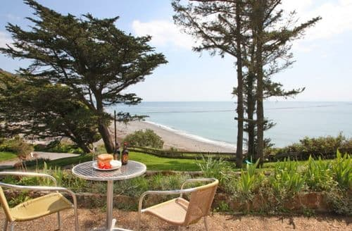 Last Minute Cottages - Charming Seaton Apartment S82197