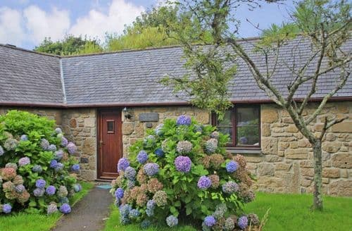 Last Minute Cottages - Long Barn Cottage