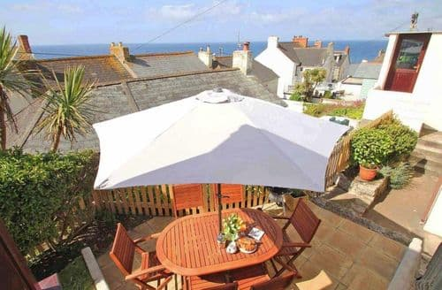 Last Minute Cottages - Gorgeous Porthleven Cottage S82411