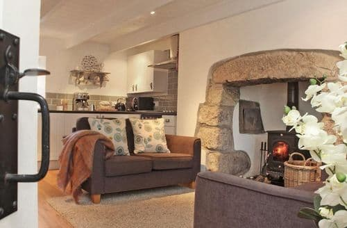 Last Minute Cottages - Menna Cottage
