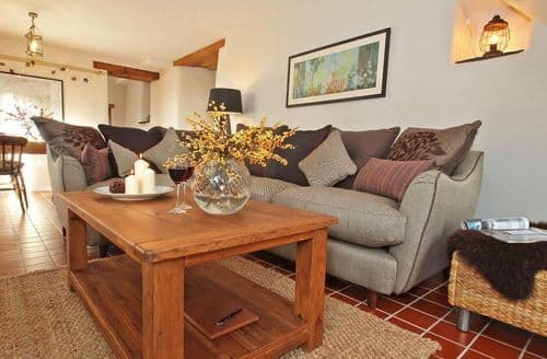 Last Minute Cottages - Woodfield Coach House