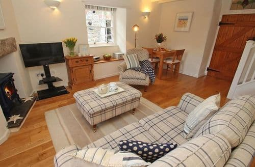 Last Minute Cottages - Delightful Padstow Cottage S82571