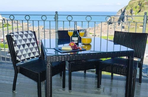 Last Minute Cottages - Lovely Ilfracombe Apartment S86426