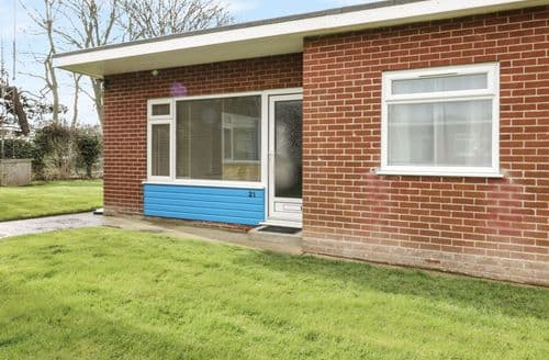 Last Minute Cottages - Excellent Mundesley Lodge S82624