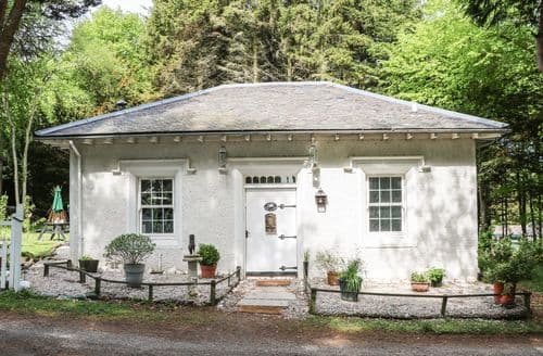 Last Minute Cottages - Dove Cottage