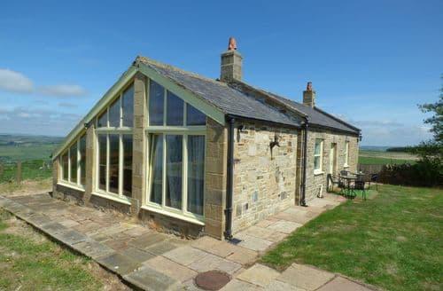 Last Minute Cottages - Quaint Langley On Tyne Lodge S84941
