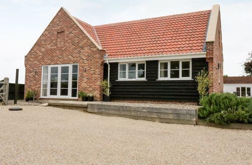 Last Minute Cottages - Luxury Ludham Cottage S84363