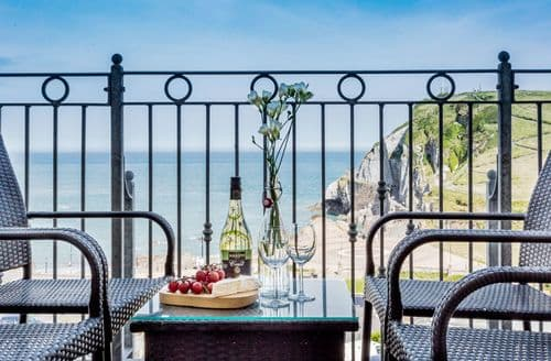 Last Minute Cottages - Beautiful Ilfracombe Apartment S82706