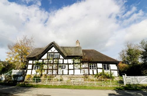 Last Minute Cottages - The Sarn