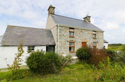 Last Minute Cottages - Cosy  Cottage S83471