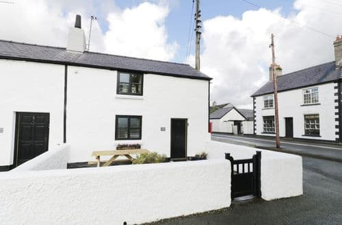 Last Minute Cottages - Menai Cottage