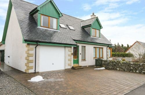 Last Minute Cottages - 12 Loch Na Leoba Road