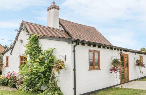 Last Minute Cottages - Little Pound House
