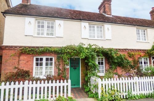 Last Minute Cottages - Beautiful Horsham Cottage S86217
