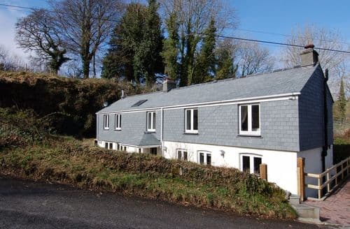 Last Minute Cottages - Cosy Polbathic Cottage S88326