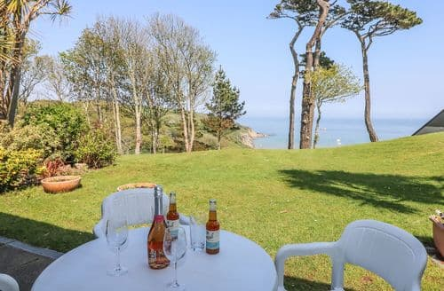 Last Minute Cottages - Delightful Maenporth Apartment S86433
