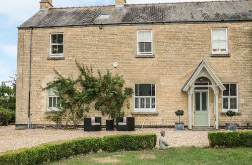 Big Cottages - The Coach House at the Manor