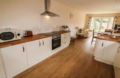 Last Minute Cottages - Tasteful Stalham Cottage S89574