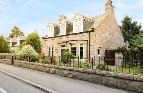 Last Minute Cottages - Charming Aboyne Cottage S113536