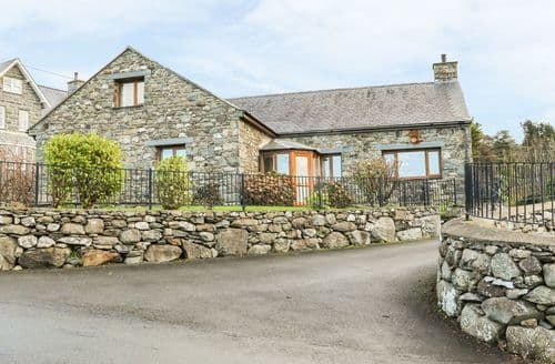 Last Minute Cottages - Awel Y Llan