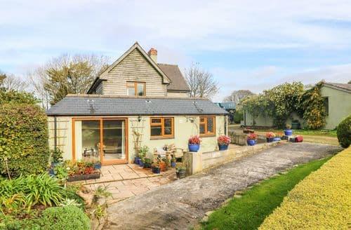 Last Minute Cottages - Manege Cottage