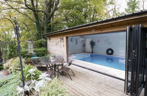 Last Minute Cottages - Stunning Buckley Cottage S87105